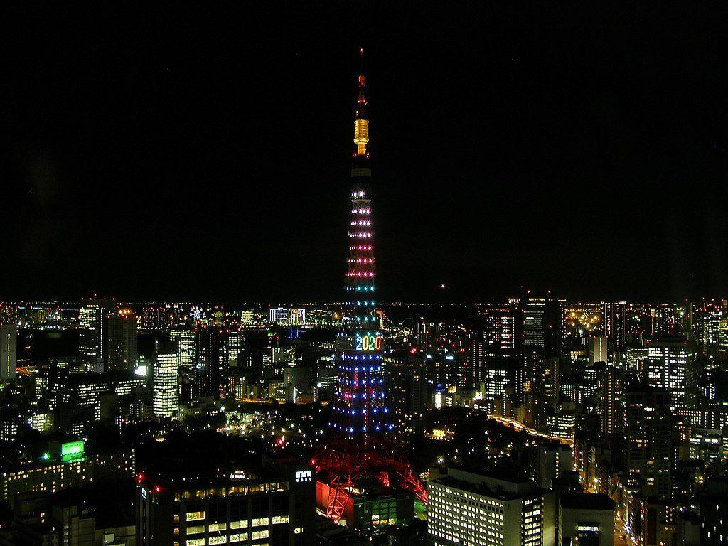 Torre de Tóquio iluminada durante disputa para sediar Olimpíada de 2020 (Foto: Wikimedia/2013)