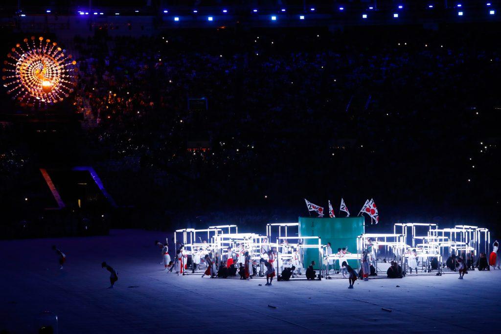 Rio 2016 passa bandeira olímpica para Tóquio 2020, no Maracanã (Fernando Frazão/Agência Brasil)