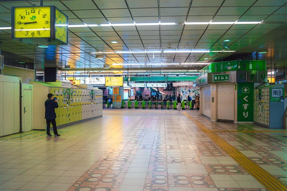 Shinjuku, a estação normalmente utilizada por milhões de passageiros (Akira Harigae)